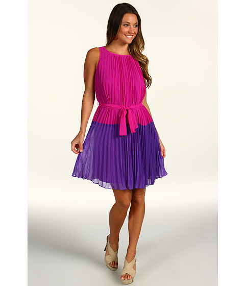 Rochii elegante: Rochie Donna Morgan - Pleated Colorblocked Dress w/ Sash - Pop Pink/Passion Purple