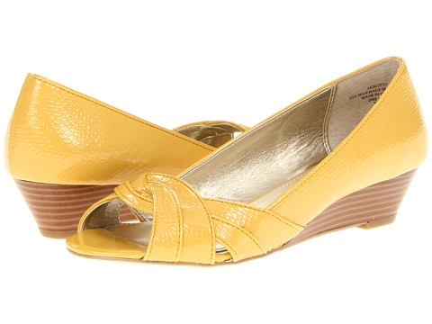 Pantofi Anne Klein - Bitty - Yellow Crinkle Patent Synthetic