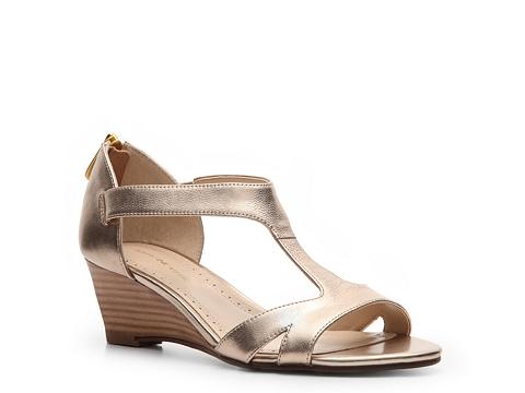 Sandale Adrienne Vittadini - Cissy Wedge Sandal - Gold