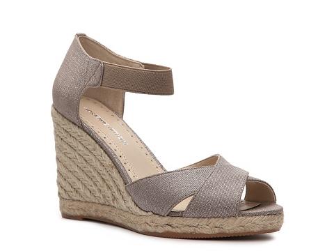 Sandale Adrienne Vittadini - Vee Wedge Sandal - Beige