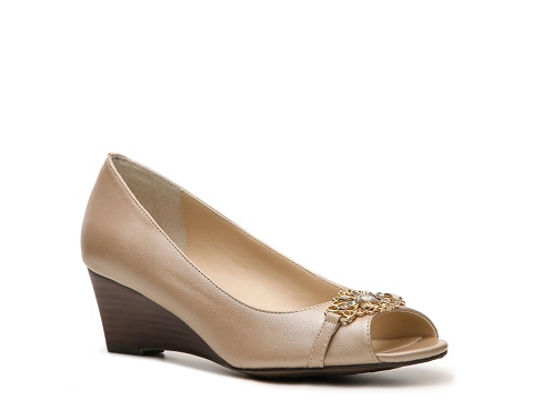 Pantofi Adrienne Vittadini - Metallic Celsee Wedge Pump - Taupe