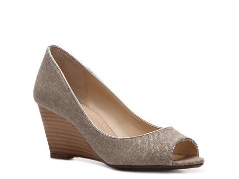 Pantofi Adrienne Vittadini - Mallory Fabric Wedge Pump - Khaki Fabric